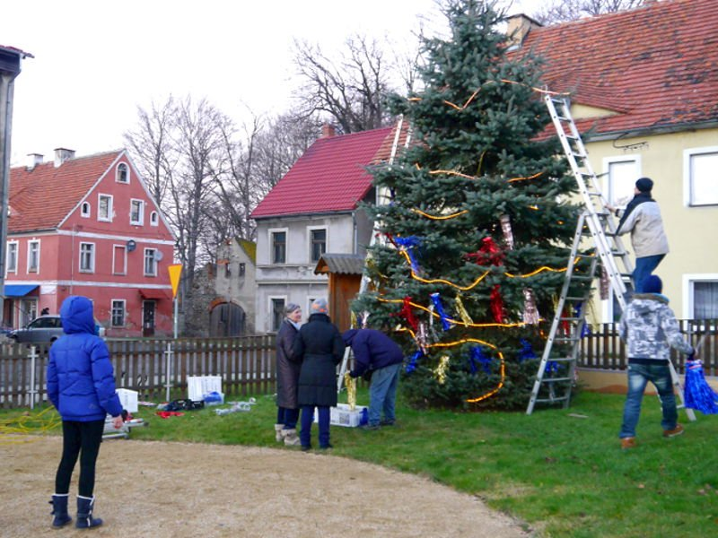 Świąteczne drzewko w Pobiednej